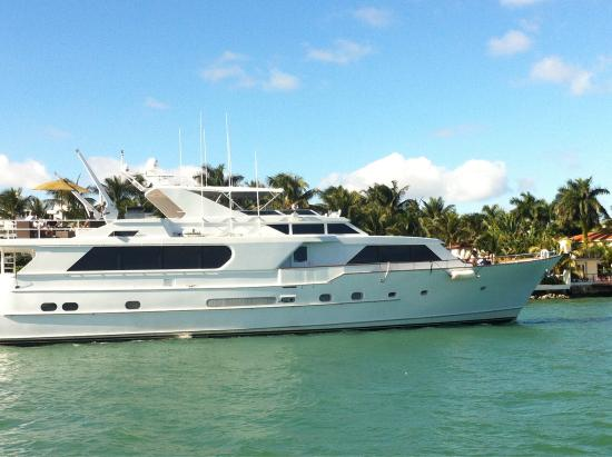 SpeedBoat Tours: P.Diddy's yacht charter during Art Basel!