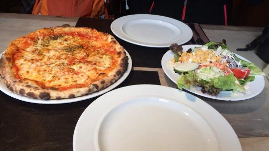 Walliserstube Zermatt: Pizza&Salad&Wine