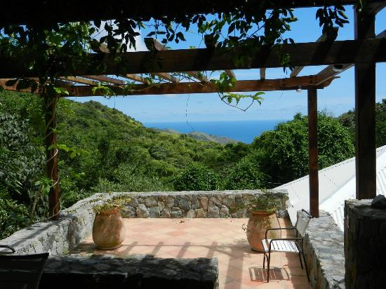 Villa Rainbow: Sea and garden view from each room