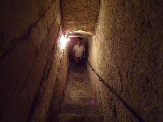 Malta at War Museum: Steps into the tunnel complex
