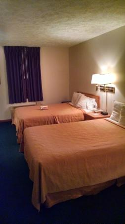 Quality Inn By the Bay: Room 244