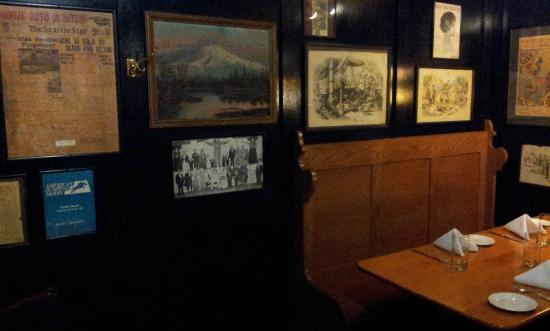 McCormick's Fish House & Bar: Interior