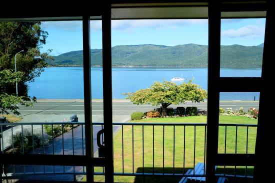 Lakeside Motel & Apartments: Estúdio com vista do lago