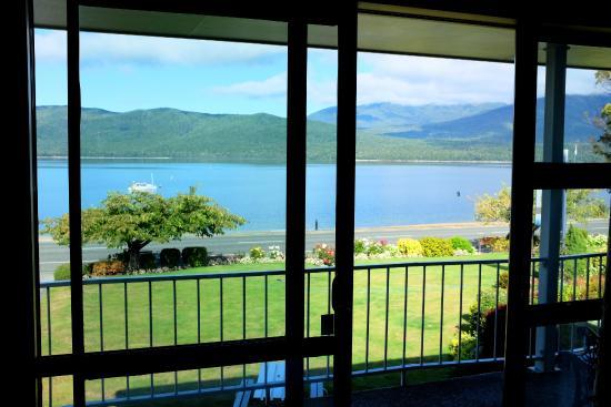 Lakeside Motel & Apartments : Estúdio com vista do lago