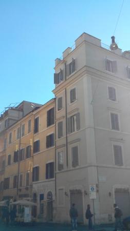 L esterno di Borgo Pio 91 :) Seconda Casa accanto a quells bianca
