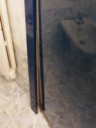 Hotel Ambasciatori: Bathroom door