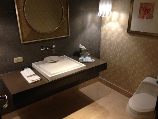 Le Merigot at Tropicana: Guest bath