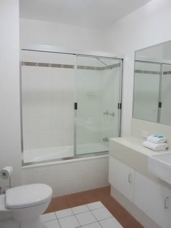 Marlin Cove Holiday Resort: Second bathroom