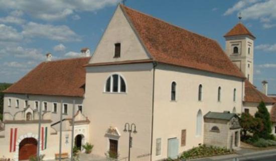 Gussing, Austria: Franziskanerkloster - darunter befindet sich die private Familiengruft der Batthyánys