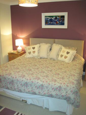 Blorenge View Bed & Breakfast: Nice comfortable and large bed.