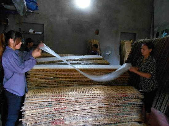 Asia Top Travel: Rice paper being made in Tho Ha Village, Vietnam