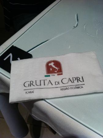 Gruta di Capri: vidro rachado na mesa 2
