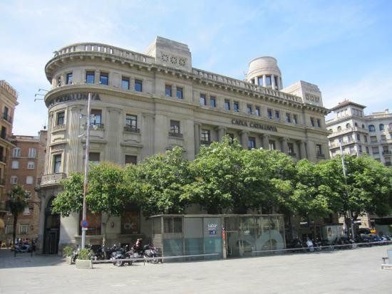 Edificio de caixa catalunya picture of barcelona for Oficina caixa catalunya barcelona