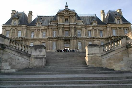 front facade doesn t not show how rooms are actually divided picture of chateau of maisons