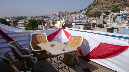Shivam Paying Guest House: roof terrace