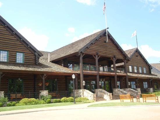 The Keeter Center at College of the Ozarks : Keeter Center Lodge
