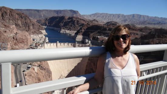 how to get from las vegas to hoover dam