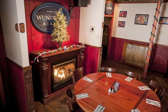 Wunderbar Bistro: Cozy Fireplace