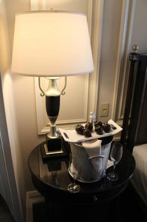 The Jefferson, Washington DC: Greeted by champagne and chocolate strawberries!