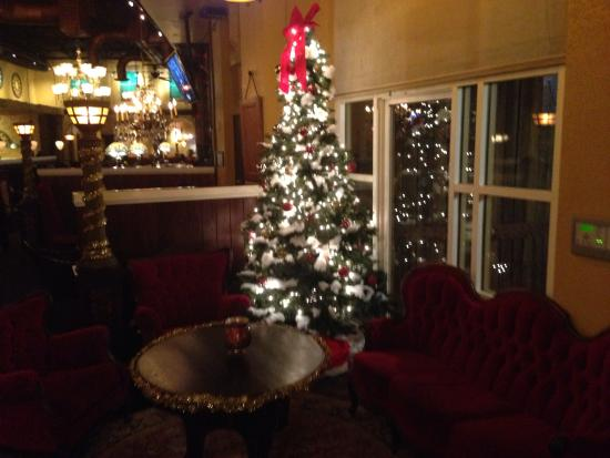 The Old Spaghetti Factory: Entry w tree