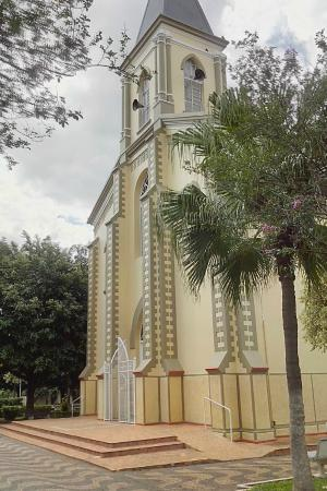 Tambaú, SP: Fachada da Igreja