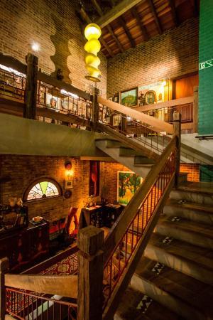 Pier 704: Escadaria