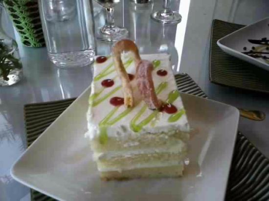 Manila Bay Cafe: Lemon Creme Cake