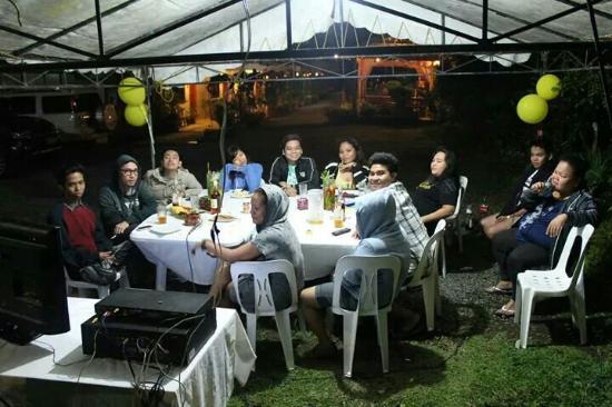 Lazea Tagaytay Inn: Lazea's garden