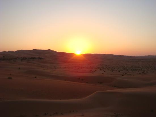 Qasr Al Sarab Desert Resort by Anantara: Sunset