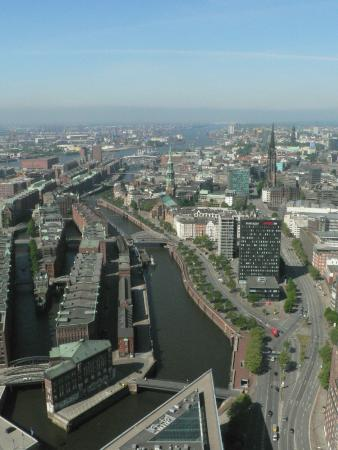 High Flyer Hamburg: エルベ川に広がるハンブルグ港