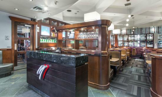 Sandman Hotel Red Deer: On-site Moxie's