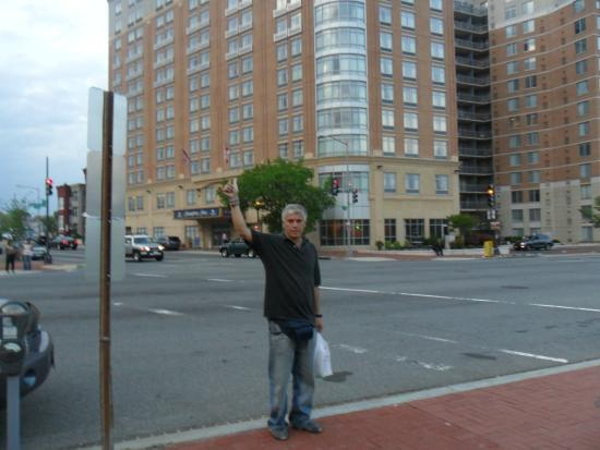 Hampton Inn Washington, D.C./White House: llegando al hotel...