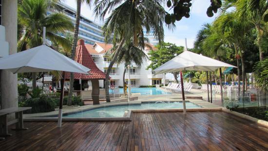 Hotel Las Américas Casa de Playa: Una de las piletas del hotel