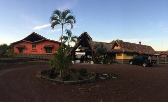 Hacienda Puerta Del Cielo Eco Spa: Front view of resort
