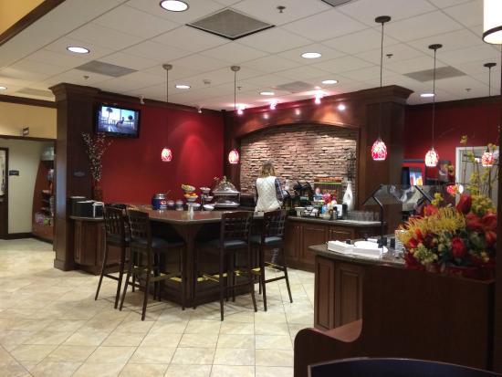 Staybridge Suites North Charleston: Full hot breakfast
