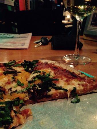 Rocky Mountain Flatbread Company: Flatbread pizza