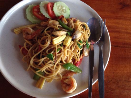 Naab Thong: Good spaghettini with shrimps. Only 70 bath.