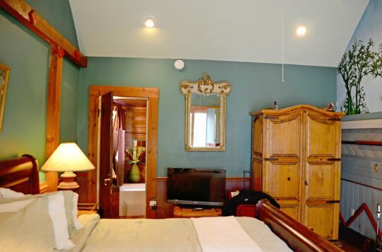 Abbey's Lantern Hill Inn: Our room