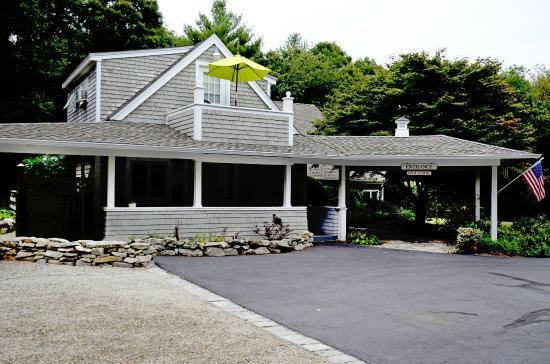 Abbey's Lantern Hill Inn: The Inn