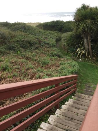 Casa Rubio Oceanfront Lodging: Stairs to the beach