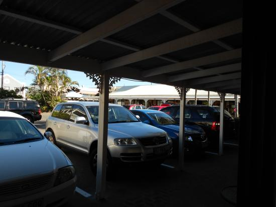 Maroochydore Beach Motel: Carpark