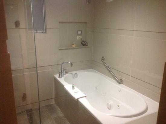 Foto de Sonesta Hotel Cusco, Cuzco: baño de la habitacion ...