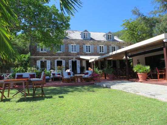 Admiral's Inn & Gunpowder Suites: View from the gardens towards the Inn