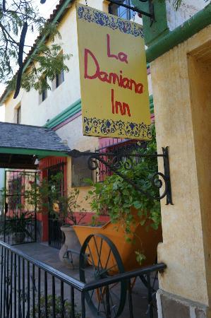 La Damiana Inn : entrance