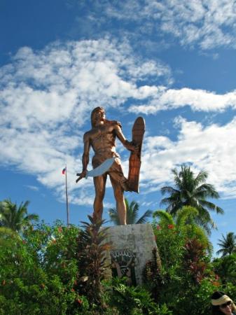 Haruhay Dream Resort: Памятник вождю Лапу-Лапу