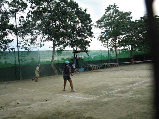 Haruhay Dream Resort: Теннисный корт отеля