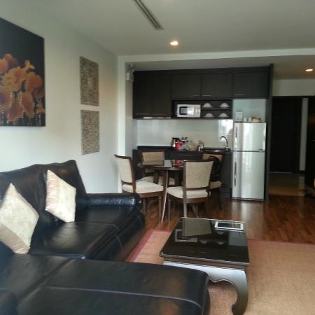 Fifth Jomtien Pattaya: 2 Bedroom Suite - Living Room