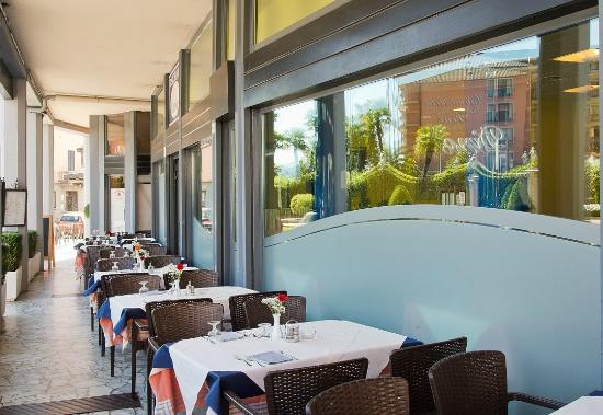 Hotel Residence Dei Fiori: Portico