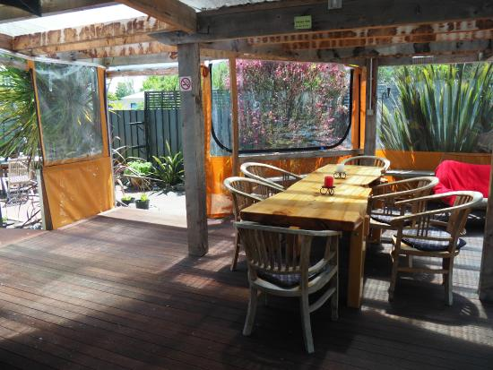 Riverstone Backpackers: Garden Dining Place
