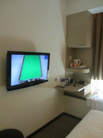 Aqueen Hotel Balestier : the tv